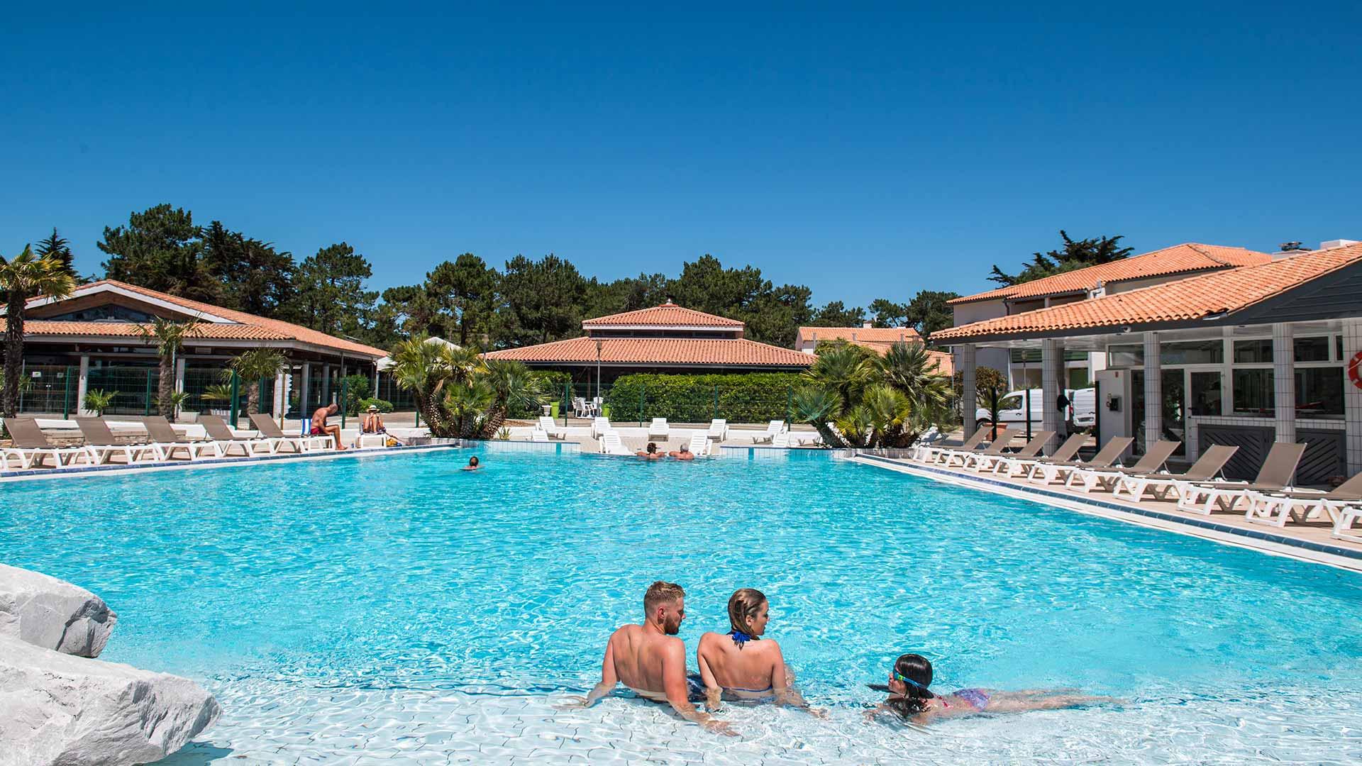 piscine hotel grenettes